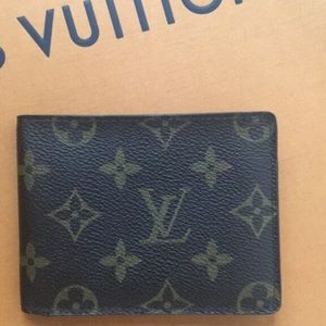 Authentic LV men's wallet 2005-2006 collection.